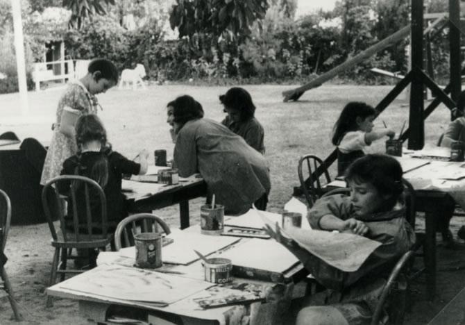 Galka Emmy Scheyer mit Kindern, circa 1940, Lette Valeska, Copyright of Julia Hammid and the Estate of Tino Hammid