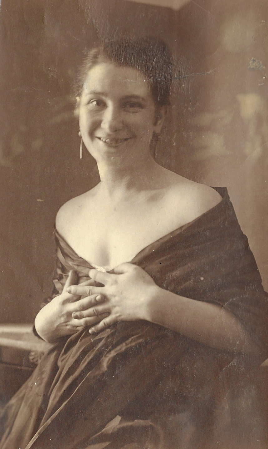 Lette Valeska, 1918, Copyright of Julia Hammid and the Estate of Tino Hammid